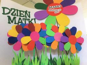 Kwiaty przygotowane dla dzieci z okazji Dnia Matki