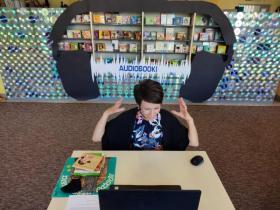 Bibliotekarka opowiada o audiobookach